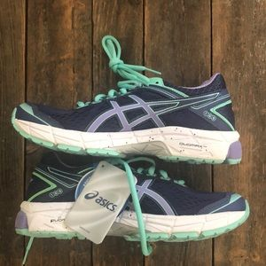 ASICS GT-1000 Running Shoe (woman's size 7)